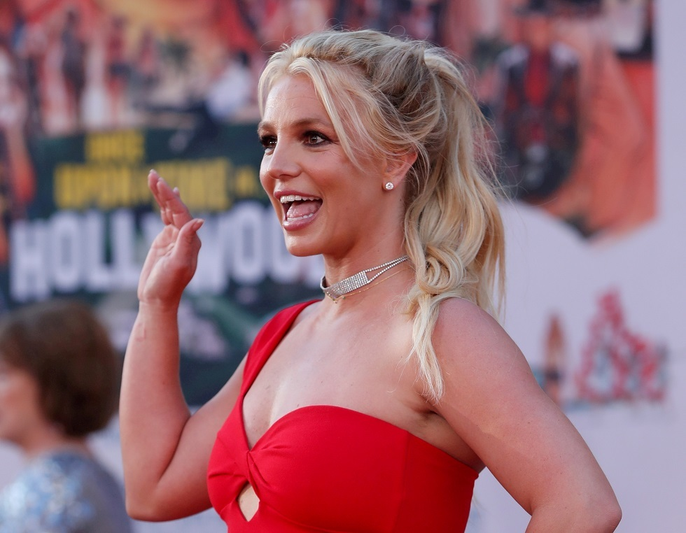 The father of American singer Britney Spears settles a dispute over her bodyguard