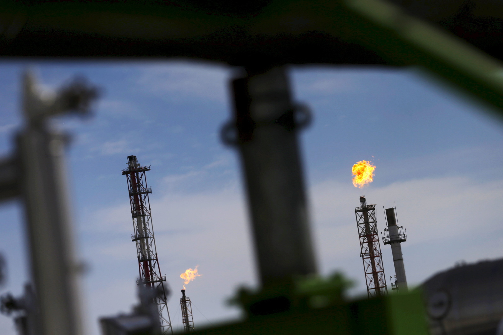 After several days, the oil price drops