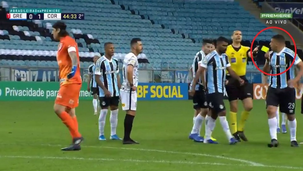 Look .. a player steals a yellow card from the referee before the surprise