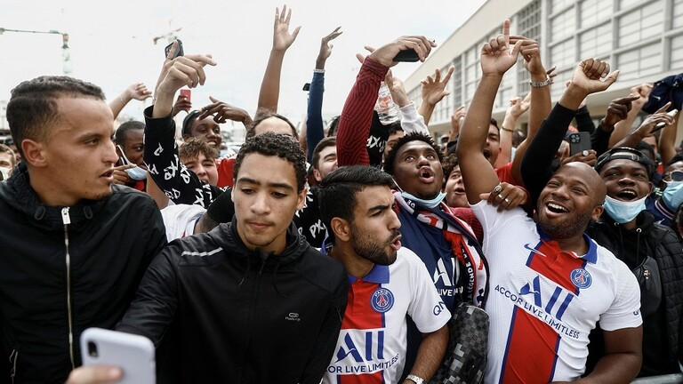 A Famous Welcome to Messi in France (Video) - Sports - Arabic and International