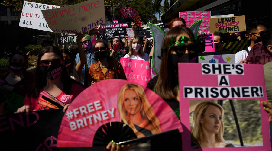 Britney Spears' father agrees to give her custody
