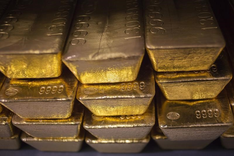 Reuters' U.S. bond yield and dollar rise holds back gold