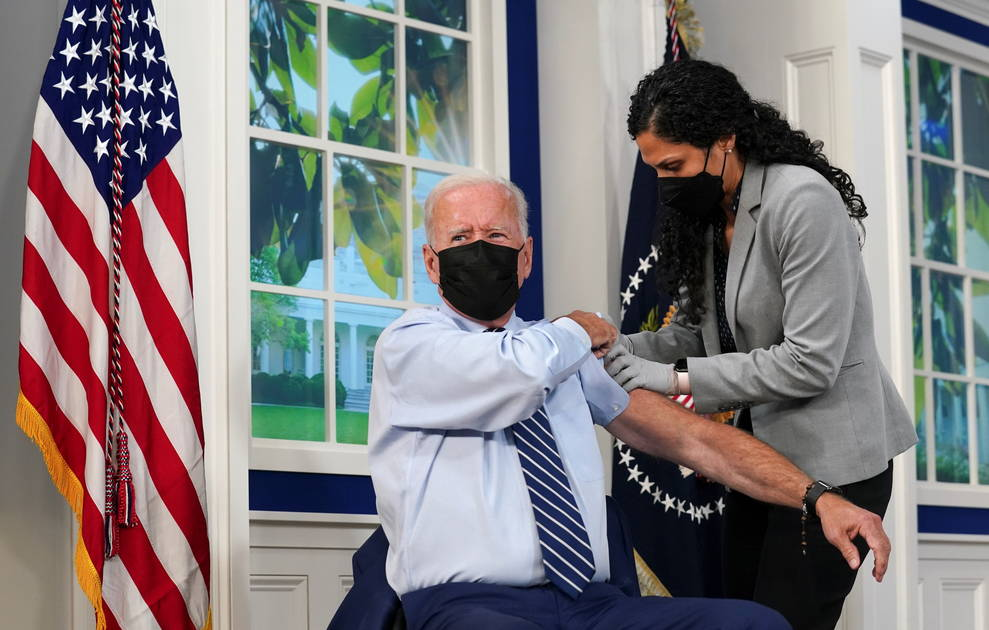 """Biden received the third dose of the """"Pfizer"""" vaccine against """"Corona"""""""