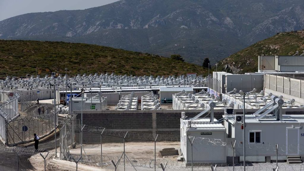 """The first """"closed"""" camp for asylum seekers opens in Greece"""