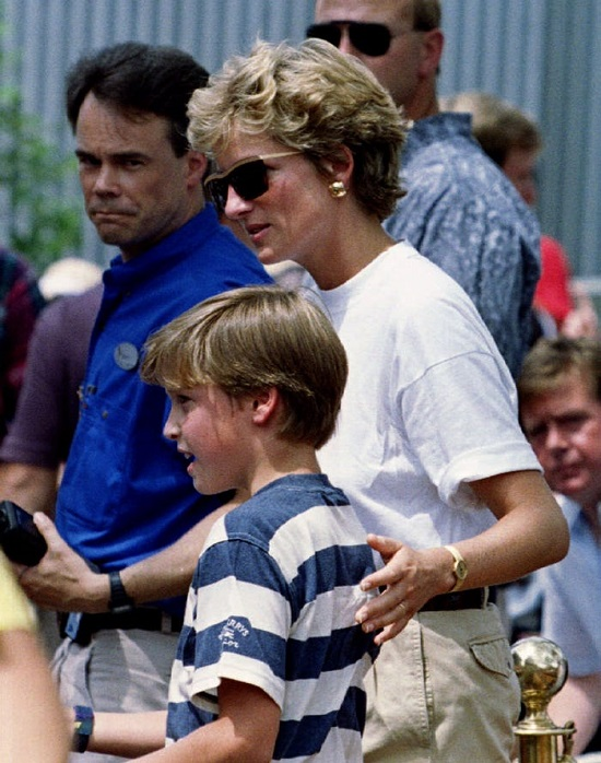 Information about Diana and her children's trip to Disney World (6)